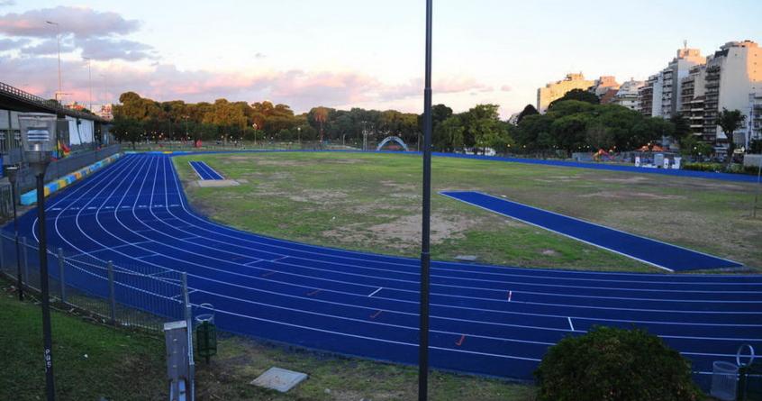 La nueva pista sintética del Parque Chacabuco ya se encuentra habilitada