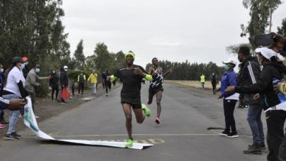 Shura Kitata y Tigist Girma ganan los trials etíopes para el maratón olímpico